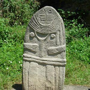 Etude-faisabilite-site-presentation-Rougiers-sud-Aveyron_statues-menhirs©OT-Pays-St-Serminois