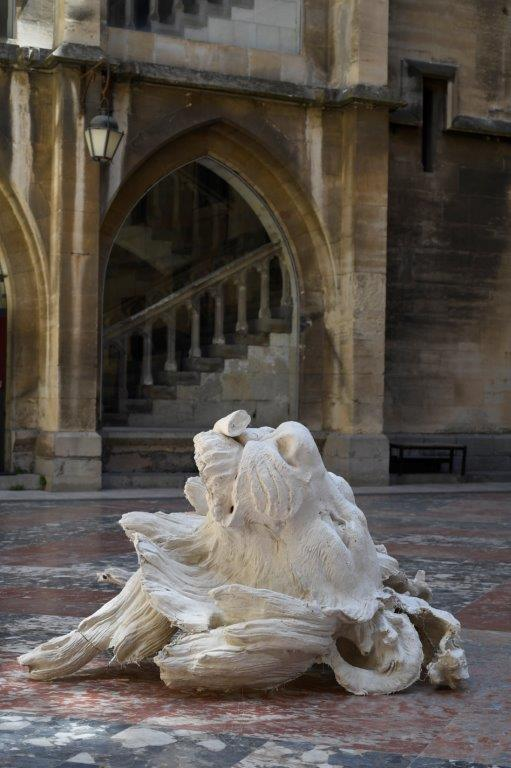 Ugo Schiavi au Palais des Archevêques, Narbonne ; Soulèvement #3, création IN SITU 2019. Courtoisie de l'artiste ; photo © Luc Jennepin