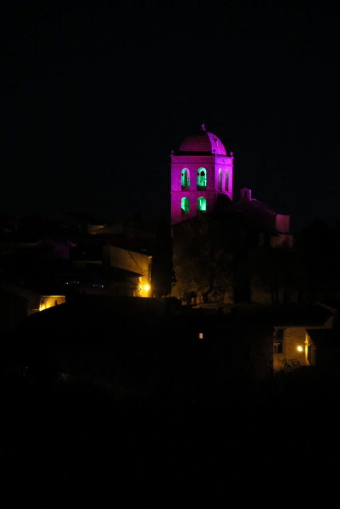Éric Michel à l'église Saint-Étienne de La Livinière ; Le Clocher de Lumière, création IN SITU 2019. © Éric Michel ADAGP, Paris 2019  ; photo © Luc Jennepin